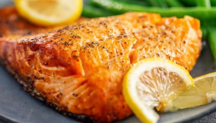 Ricetta Salmone in Crosta di Erba Cipollina e Semi di Sesamo